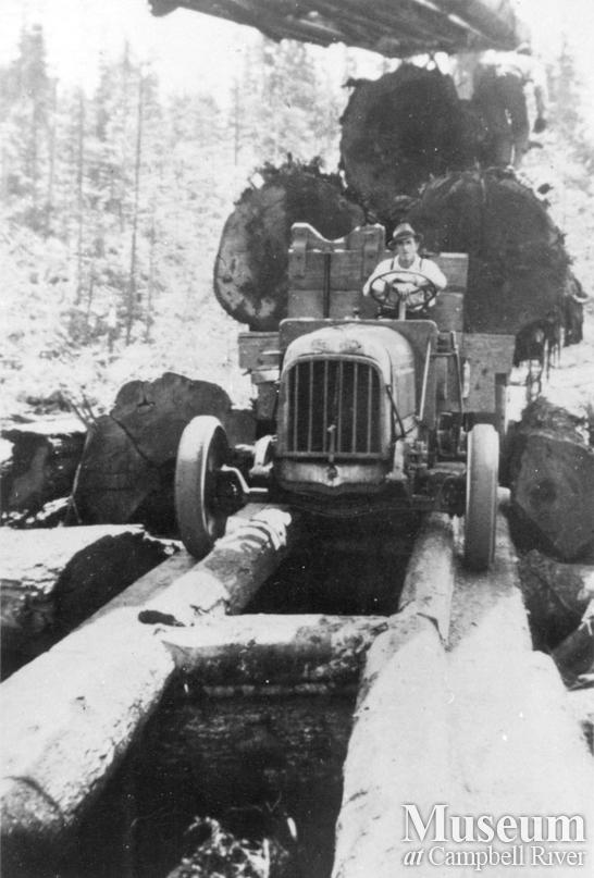 Early logging truck on a fore-an-aft road