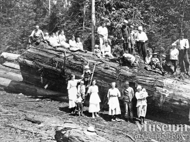 Bendickson Logging crew and families on Hardwicke Island