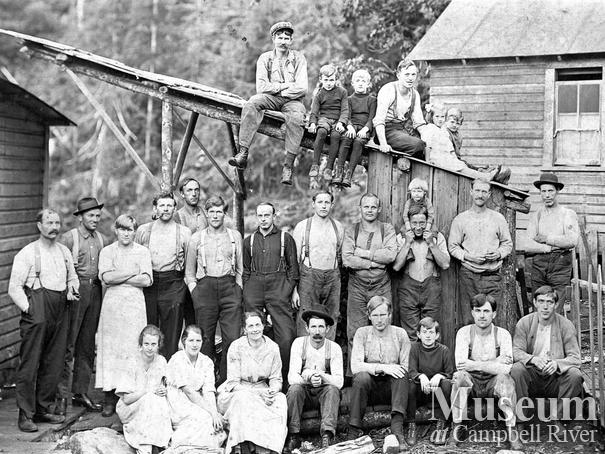 Bendickson Logging crew and families at Jervis Inlet