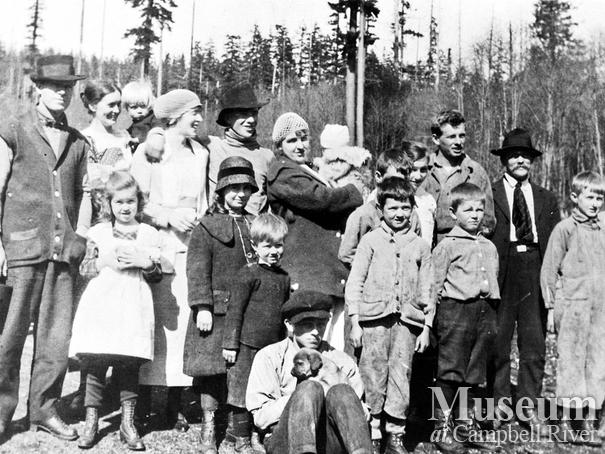 Bendickson Logging crew with families on Hardwicke Island