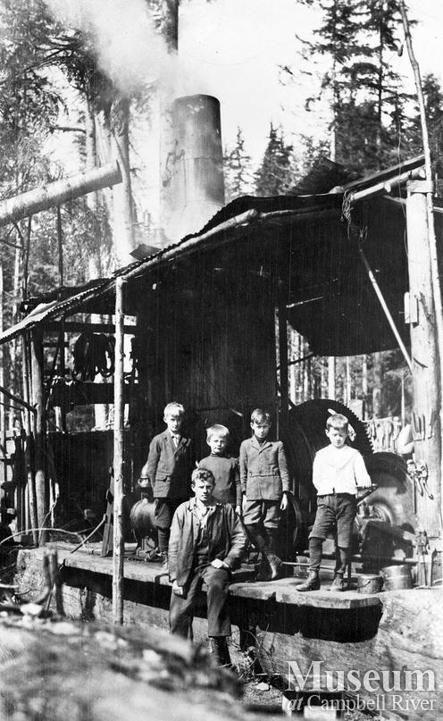 Bendickson Logging steam donkey and visitors