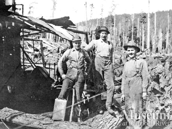 Bendickson Logging crew members