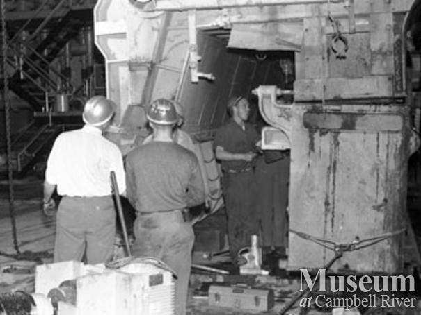 Installing the head box at No. 2 paper machine, Elk Falls Mill