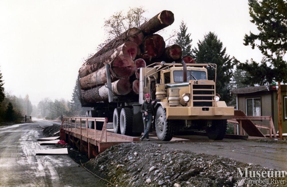 Elk River Timber Co. logging truck | Campbell River Museum ...